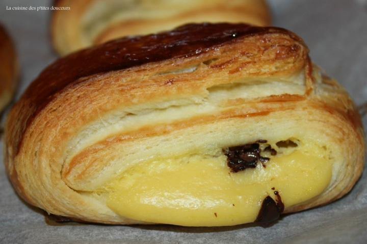 Les pliés au chocolat de Manue ( comme un pain au chocolat garni de crème pâtissière)