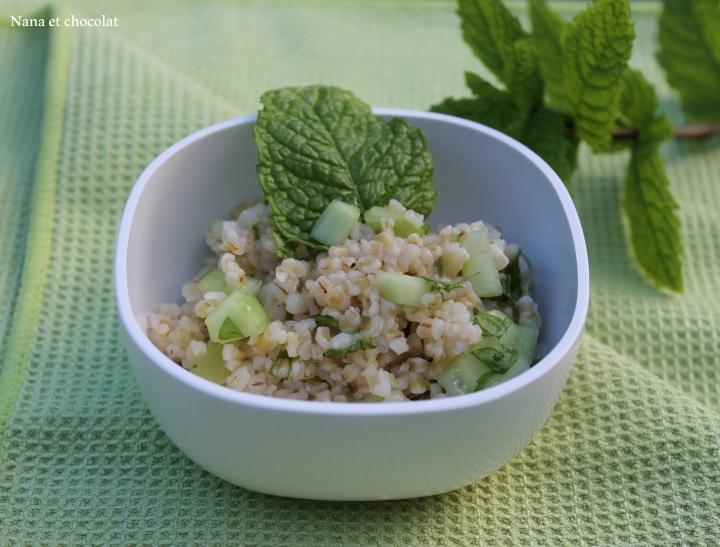 Salade de boulgour et de concombre à lamenthe