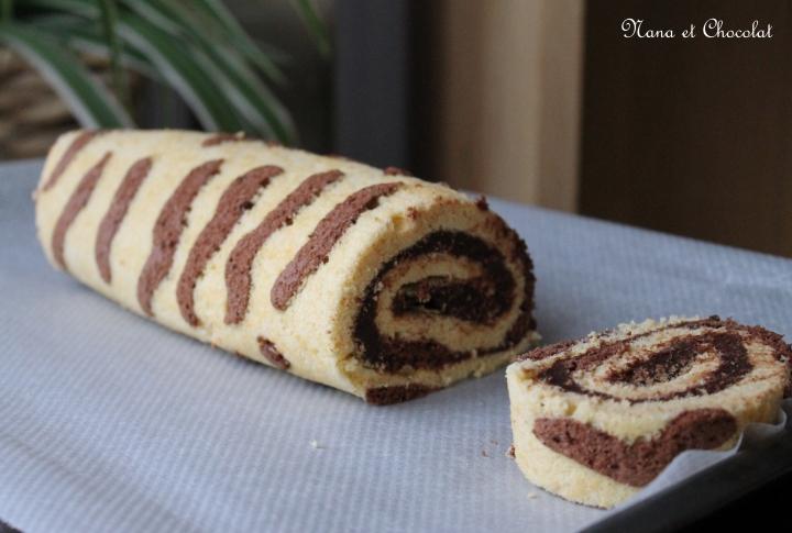 Biscuit roulé, imprimé tigré, garni de ganache auchocolat