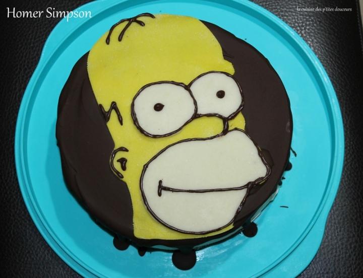Layer cake Homer Simpson ( au chocolat noir, purée de noisette et chocolatblanc)