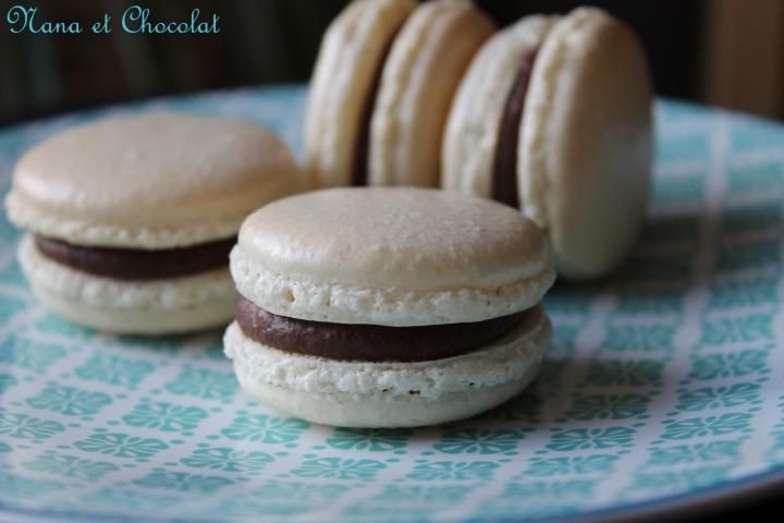 Macarons, ganache au praliné et chocolat aulait