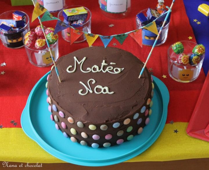 Layer cake au chocolat …pour fêter les 9 ans de mon loulou… Fête d'anniversaire Lego