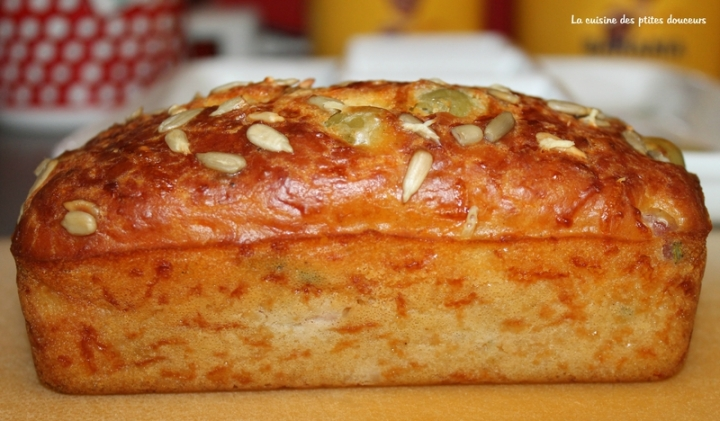 Cake aux lardons et aux olives de SophieDudemaine