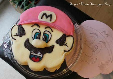 Gros gâteau Super Mario: Génoise plume, coulis de framboise et ganache au chocolatblanc