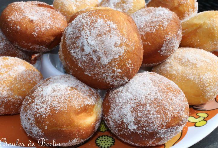 Boules de Berlin ( beignets moelleux garnis de pâte à tartiner auchocolat)