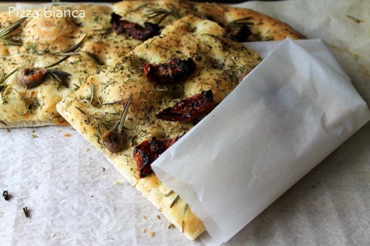 Pizza bianca, pizza blanche aux tomates séchées, huile d'olive etromarin