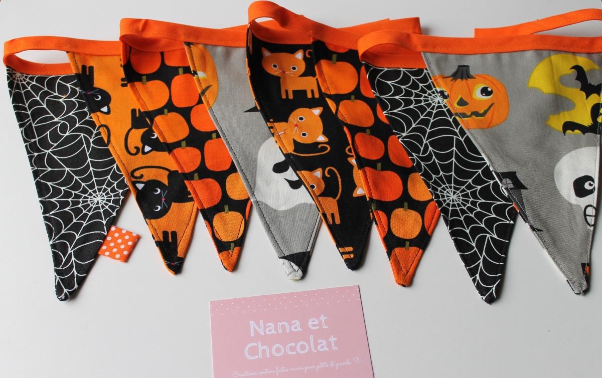 Sacs à bonbons, guirlande à fanions et serviettes pour Halloween