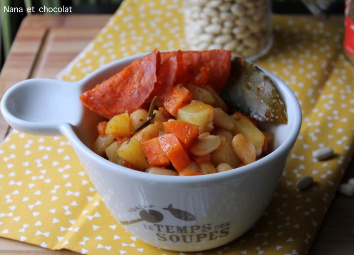 Cocotte de Haricots blancs, carottes, pommes de terre etchorizo