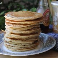Pancakes moelleux à la compote de pommes ( sans matières grasses ajoutées et sans oeufs)