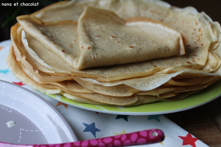 Crêpes sans sucre et sans beurre ( à la compote de pomme et purée d'amande)
