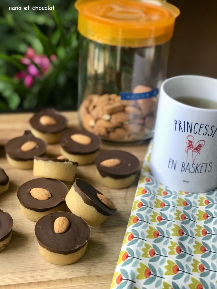 Bouchées à la pâte d'amande maison et au chocolat : Massepain  ( recette sansoeufs)