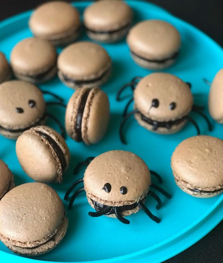 Macarons araignées auchocolat