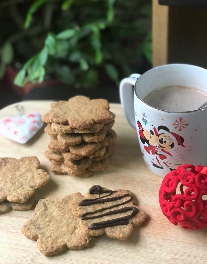 Biscuits de Noël à la noisette ( recette sansœufs)