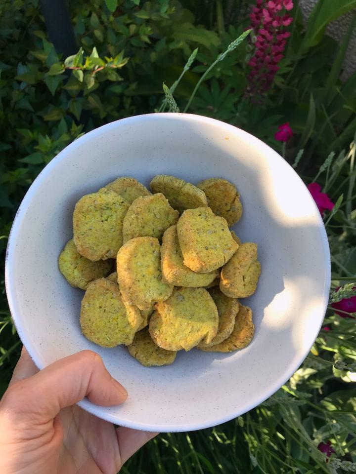Biscuits apéro maison ( recette très facile au thym et au comté)